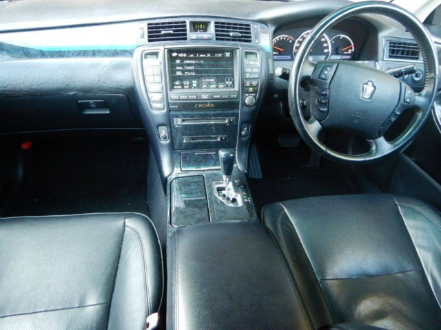 TOYOTA CROWN 2005 ref: CCN10122011 (003)